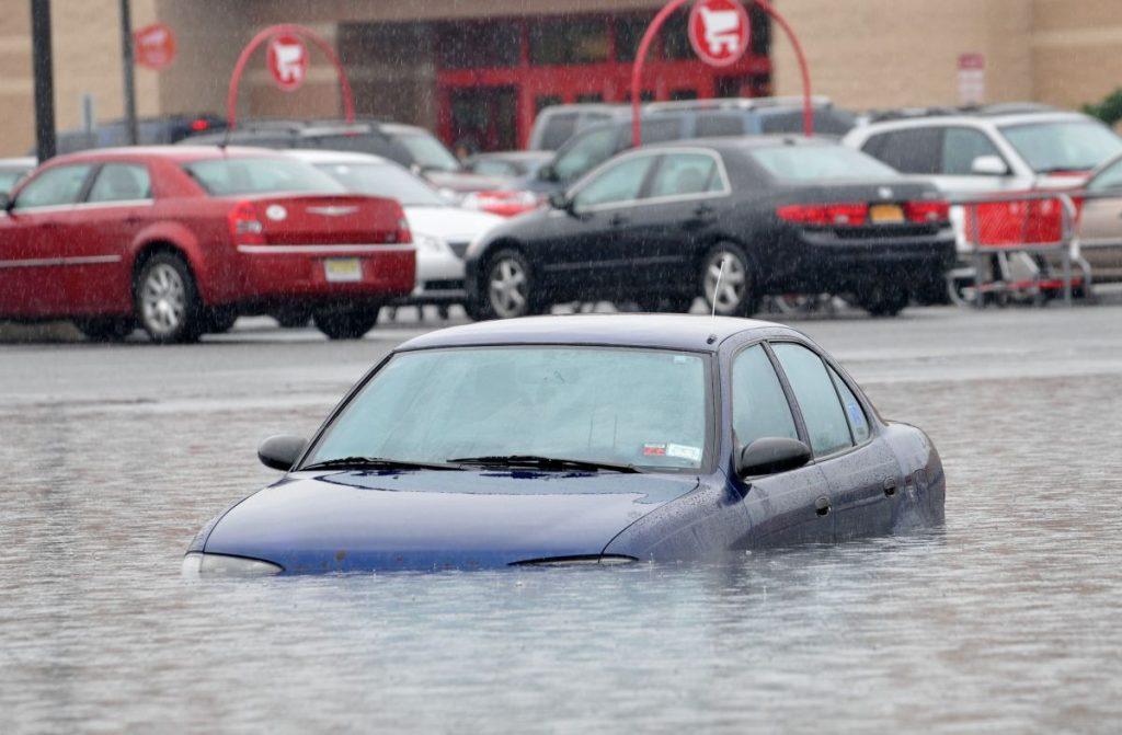 Затопил авто, что делать?